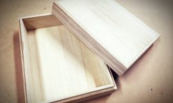 和菓子の木箱